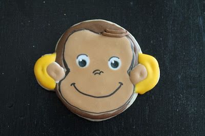 Monkey's face decorated cookie/ Curious George Decorated Cookie @ Mil grageas