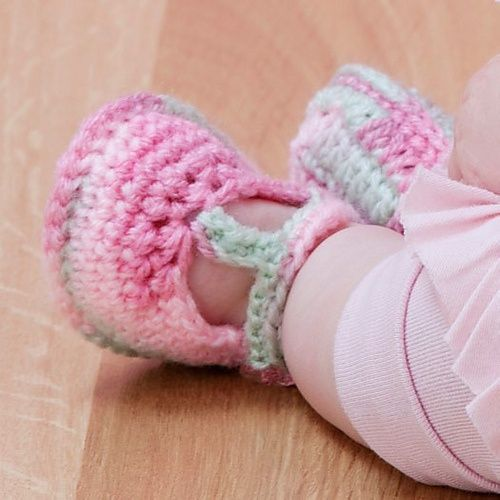 Free Crochet Pattern T Strap Booties : 1000+ images about Crochet baby slipper, shoes on ...
