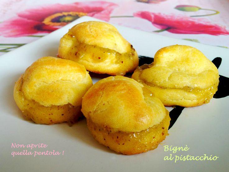 Dessert per tutti? Chi vuole un bignè al pistacchio ? :)  http://blog.giallozafferano.it/nonapritequellapentola/bigne-al-pistacchio/  #bignè #pistacchio #dolci #dessert #nonapritequellapentola #giallozafferano #food #foodie