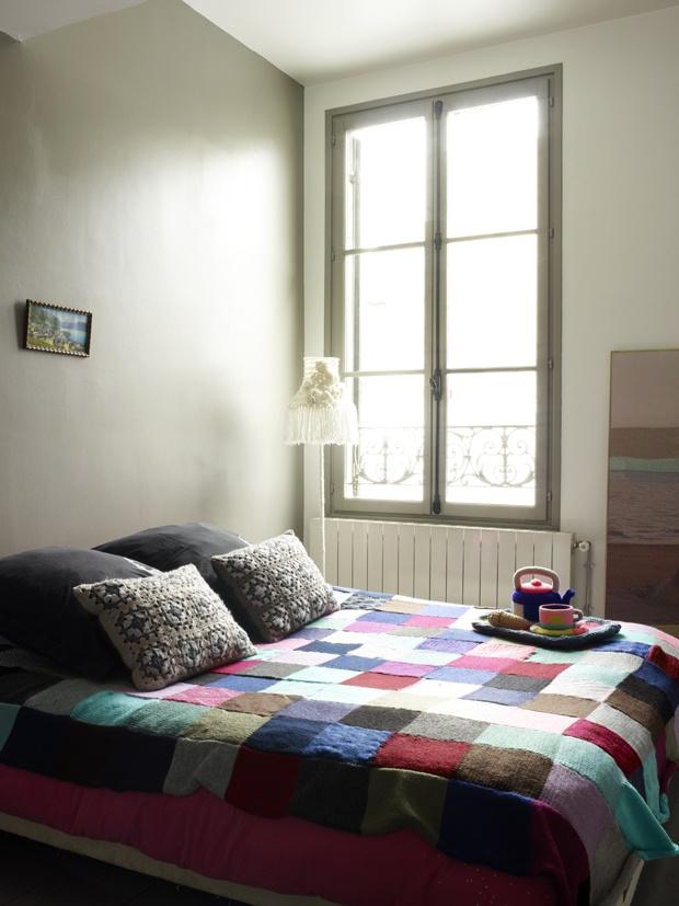 Dormitor într-o fostă fabrică din Paris. http://moodboards.ro/interior-simpatic-intr-o-fosta-fabrica-din-paris/