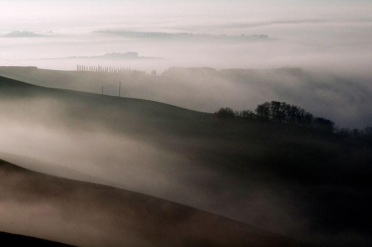 La nebbia che rende magiche e misteriose le Crete senesi.