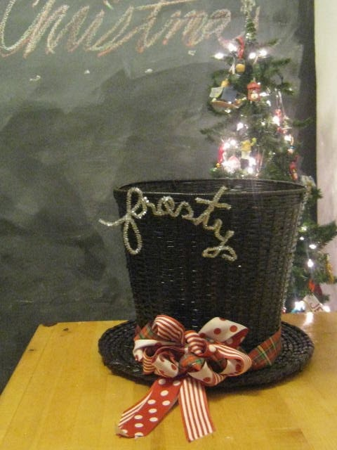 how to make Frosty's hat out of a wicker basket. can be used for cake pop display