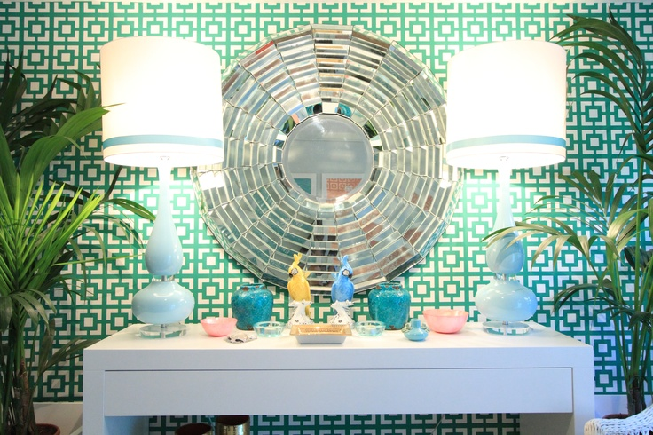 Tropical House Project by Ana Antunes - for Tv Makeover Show Portugal, geometric wallpaper, round mirror, Vista Alegre Parrots