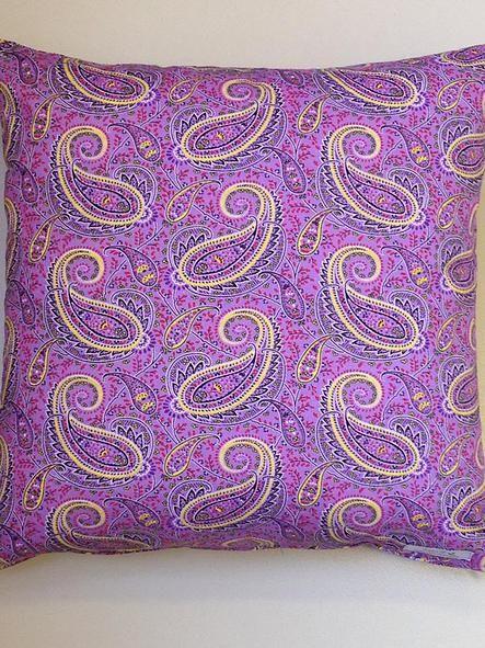 Almofada decorativa exclusiva para seu projeto de decoração. Projeto quarto de menina. www.atelieclaudiasantos.com