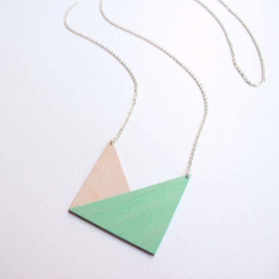 i don't even like necklaces and I really like this!