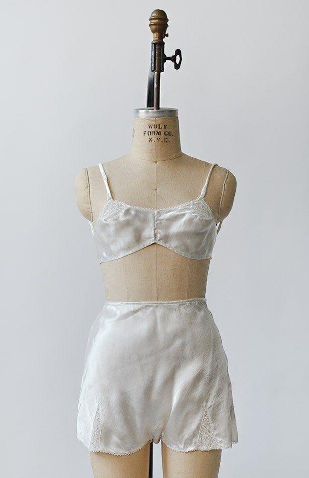 206e1dbf5 Vintage 1940s white panties   bra set   vintage lingerie