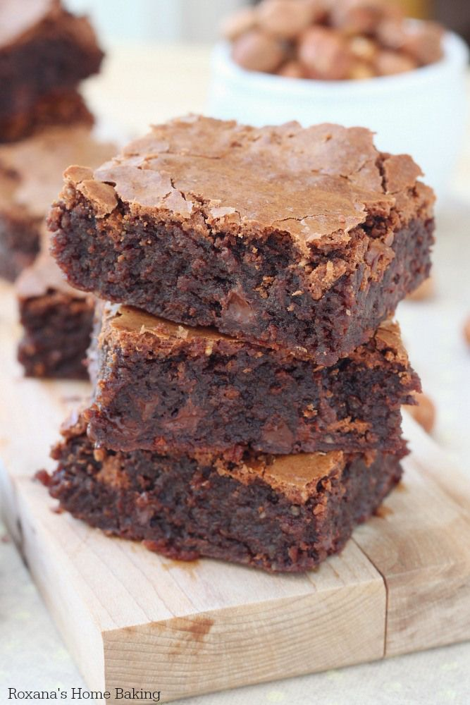 The best flourless hazelnut chocolate chip brownies recipe from Roxanashomebaking.com