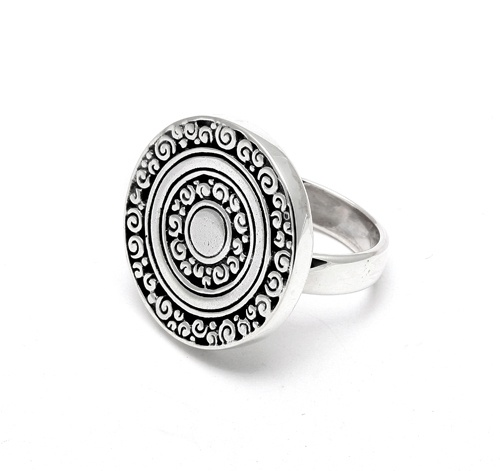 Creative ornate patterned round disc ring. $80