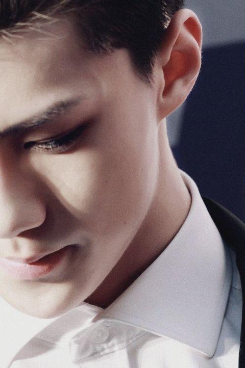 Beautiful side profile of Sehun O__________O