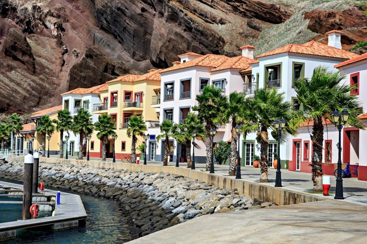 Romantikus séta, kalandos gyalogtúra, andalító borkóstolás és örök napfény. Madeira, a tavaszi nászutas paradicsom, ahol a pihenés és a spor...
