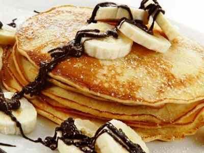 Pancake Keju - Berikut ini ada panduan cara membuat adonan resep pancake keju kraft moo aneka rasa pisang coklalt susu yang paling enak, mudah, sederhana serta lembut.