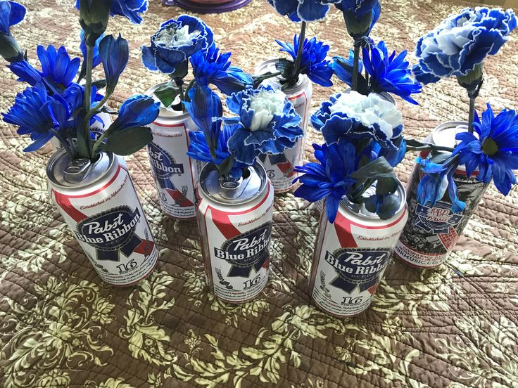 White Trash Party Decor ~ Pabst Beer can vase 🇺🇸🍺🌹