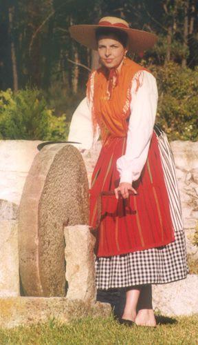 Traje de trabalho da Ceifeira de Carreço - #Portugal Traditional costume.