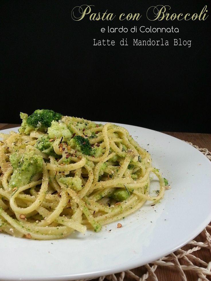 La pasta con broccoli sono una ricetta di origine siciliana (broccolo), unite nella tradizione dai sapori mediterranei, la verdura conferisce un sapore robusto alla pasta, condito con il lardo di colonnata rendendolo un piatto raffinato.