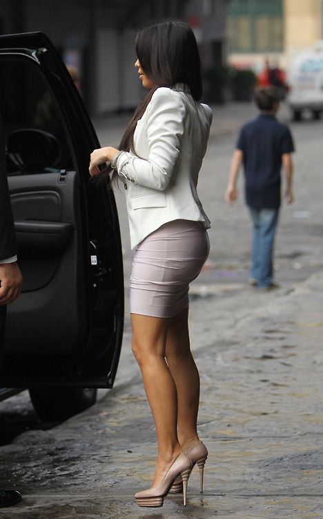 Kim Kardashian blazer pencil skirt