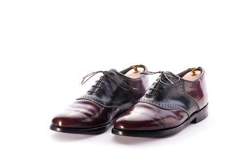 Elegante Sattelschuhe hier eine Schuhpflegeanleitung.