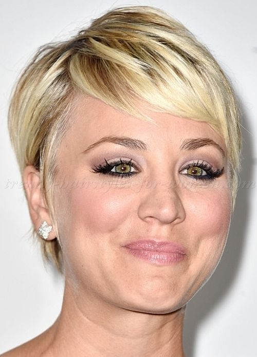 how to style cropped hair pixie cut pixie haircut cropped pixie kaley cuoco 5030