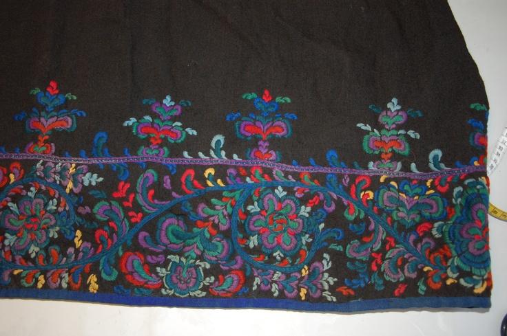 Flå bunad, embroidery, owner Guri Tangene 1858 Foto: Vibeke Hjønnevåg http://home.online.no/~vi-hjoen/