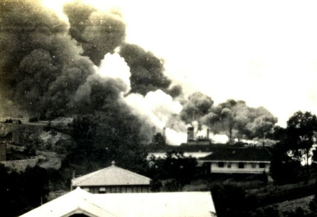 Darwin2 The town and port of perhaps 6,000 inhabitants was flattened. Two hours after the first attack, the planes came back and destroyed the airport