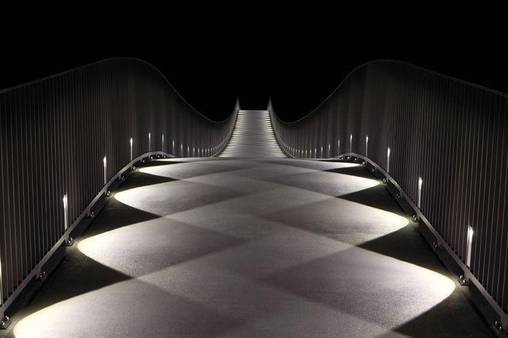 What a beautiful light-pattern! The Mülimatt footbridge oder the River Aare in Windisch/CH |