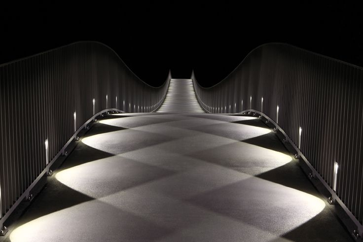 What a beautiful light-pattern! The Mülimatt footbridge oder the River Aare in Windisch/CH  