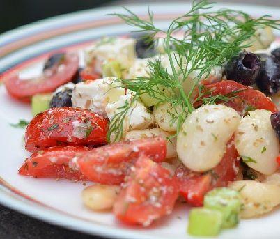 Griekse witte bonen salade of Gigantes Salata