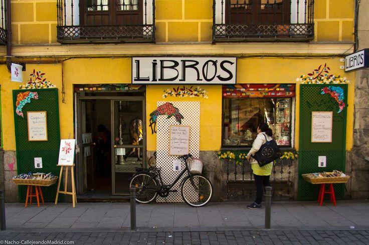 tienda de libros de la Calle del Espíritu Santo en el barrio de Malasaña.