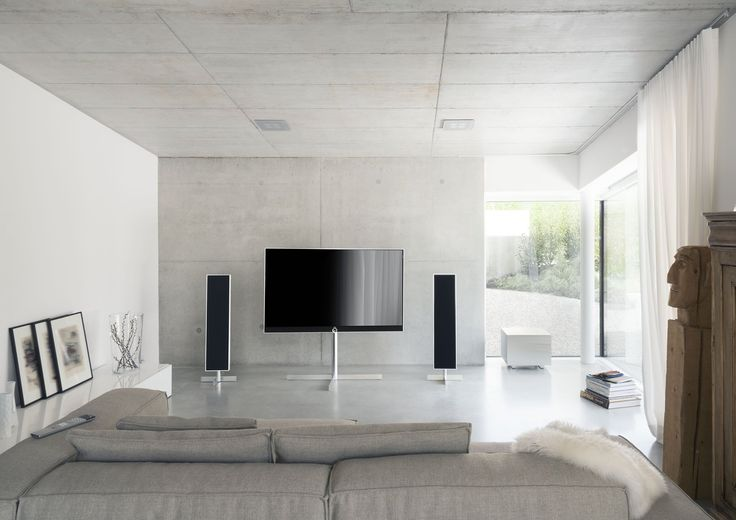 Loewe TV - Loewe Reference 55 on motorized Floor Stand and Reference Speakers #myloewetv #loewetv #loewelovesyou