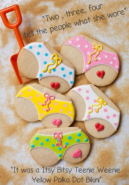 Bikini Tushie Cookies by Pink Martinis and Pearls, via Flickr