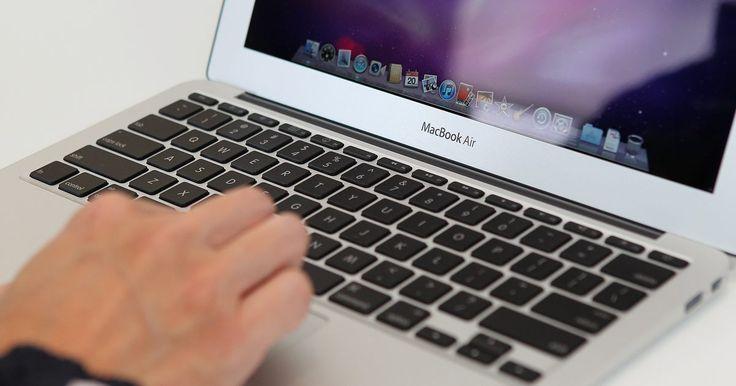 Cómo regresar la barra de herramientas al escritorio de mi Mac . El Dock de la pantalla de escritorio de una Macintosh es fijo por defecto pero puede configurarse para que se oculte o se minimice según tus preferencias. Aunque ocultarlo es útil para maximizar el tamaño de la pantalla, puede ser pesada si necesitas alternar entre aplicaciones abiertas en el Dock. Al igual que con otras configuraciones del ...