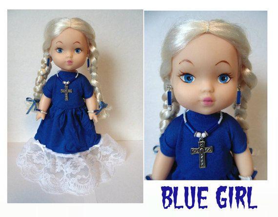 OOAK Blue Girl aangepaste Doll platina Blonde vlechten Baby Doll Dress Goth Cross Necklace