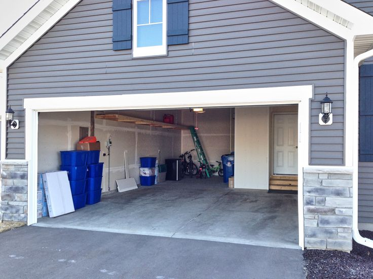 With garage floor paint, you can quickly improve concrete walkways, garage floors, and basements. Here's your guide to using 1-part epoxy paint.    #sponsored @unitedgilsonite