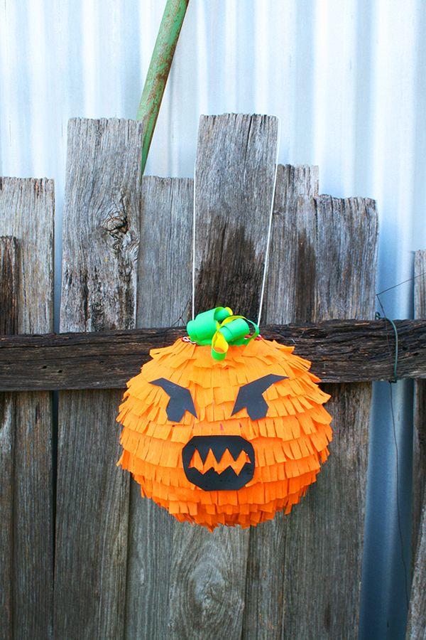 Tuts + Ambachten & DIY Tutorial - Hoe een Griezelige Pompoen Piñata voor Halloween Make