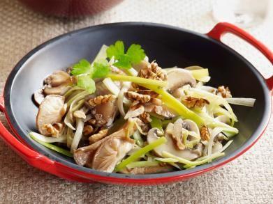 Champignons met prei in de wok