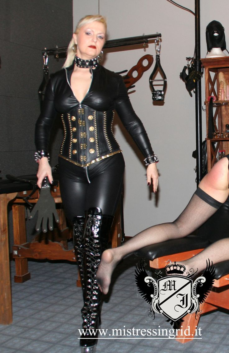Latex domina video