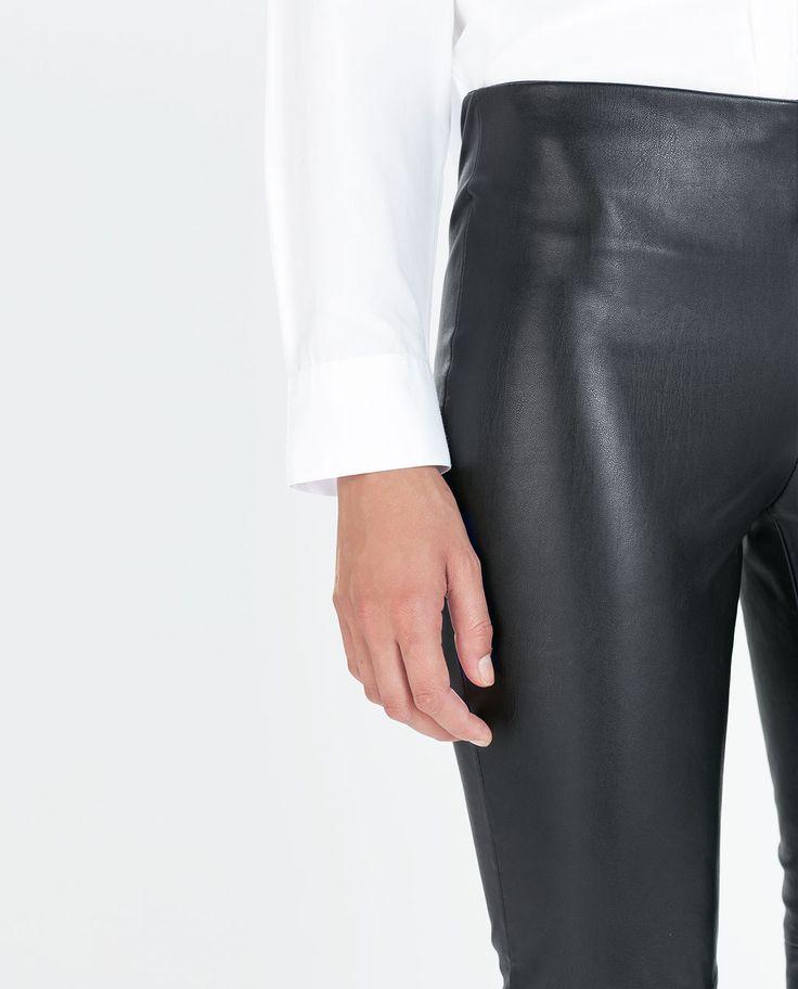 GuessWhat! Zwart lederen legging Ecoleder Maat S Zga nieuw Met ritssluiting aan zijkant Aan onderzijde pijpen met korte ritsjes Prijs € 35,-  Interesse mail vintageconfectie@hotmail.com