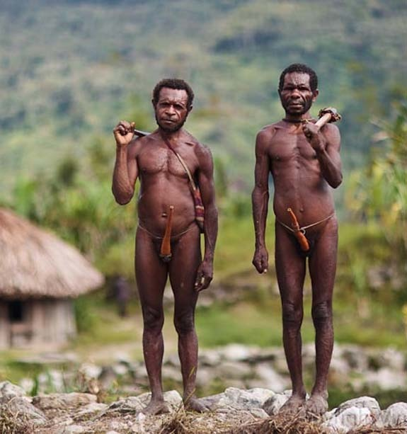 Indonesia ~ Irian Jaya | Yali farmers in Tenggele. West Papua | © Pvince, via flickr