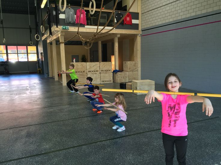Zombie front squat - CrossFit Kids
