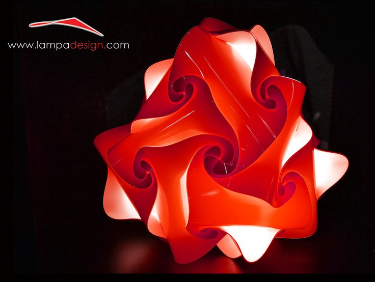 Lampada CAMPANELLA colore Rosso. La trovi qui: http://www.lampadesign.com/scheda.php?id=4 E' una abatjour dal design moderno, simpatica e allegra.  Ideale per leggere e per rilassarsi.  Occupa poco spazio sul comodino perchè è profonda solo 13 cm  Scegli i colori che più ti piacciono e te la costruiremo come tu la Desideri  E' una lampada d'arredo colorata, fantastica come lampada  per le camerette dei bambini e camere da letto