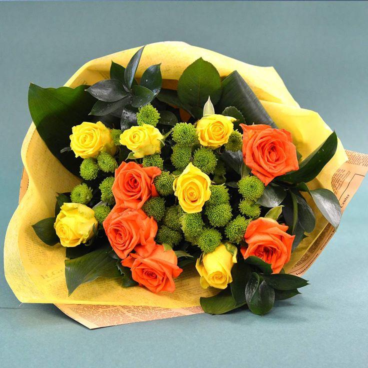 Buchet de 11 flori cu trandafiri galbeni și portocalii