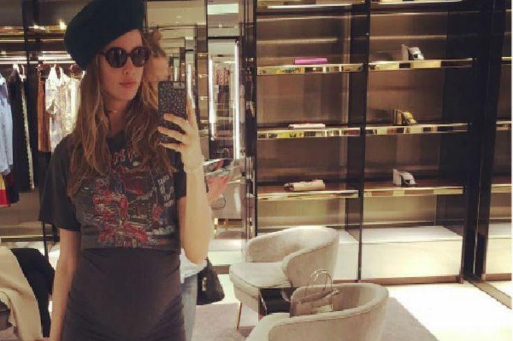Adam Levine's Wife Behati Prinsloo Rocks In Her Pregnancy Style - http://www.movienewsguide.com/adam-levines-wife-behati-prinsloo-rocks-pregnant-look-style/248795