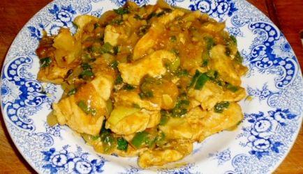 Dit is een heerlijke bijgerechtje met een Indiase type kerrie, maar er word ook Chinese kruiden zoals 5 kruidenpoeder en rijstazijn en lichte sojasaus in...