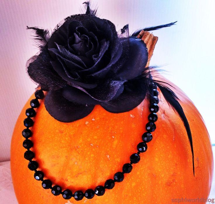 Tra poco arriva Halloween! Io mi vestirò da strega e voi? Ecco una selezione di gioielli da indossare ad una festa di Halloween per essere una strega davvero incantevole! Per un look da strega i di…