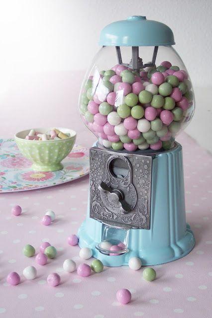 Pretty Pastels - Gum balls - Gum ball machine - Sweets. Candy table favor idea