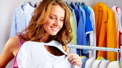 Dressing Habits to Avoid, Every woman would want to be seen with his best performances. But often unconsciously, they actually stuck wearing clothing or accessories that are not supposed to.