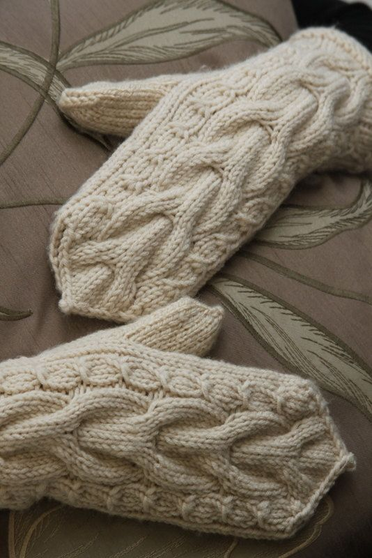NEW ITEM  Hand Knit mittens creamy beige от EleRe, $24.00