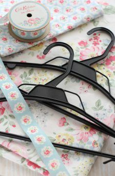 Cath Kidston DIY Fabric Covered Hanger - do you need some inspiration for sewing projects? This Sewing tutorials and inspiration pin is absolutely perfect to make for your Cath Kidston style Shabby Chic Home! #shabbychic #sewing #sewingproject #craftsidea