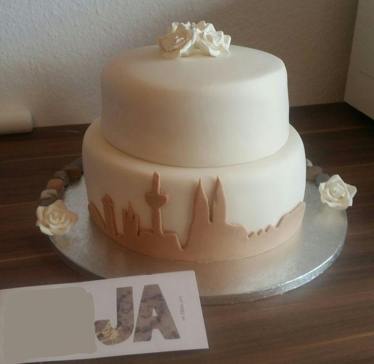 Hochzeitstorte mit Köln Skyline