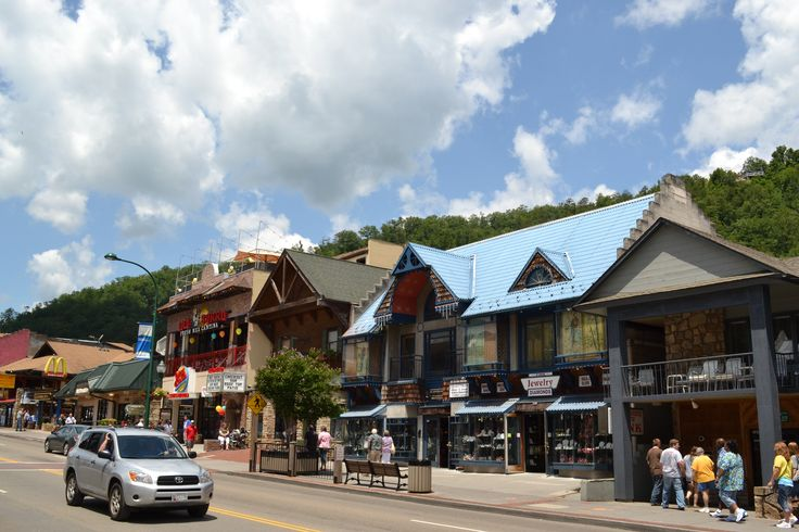 Gatlinburg we love walking the strip things to visit for Privately owned cabins in the smoky mountains