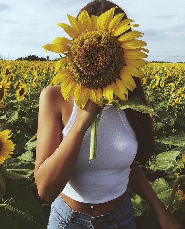 xxangelaaxx If she looks good now,,imagine if she took the sun flower away,,,, bet she will still b sunny